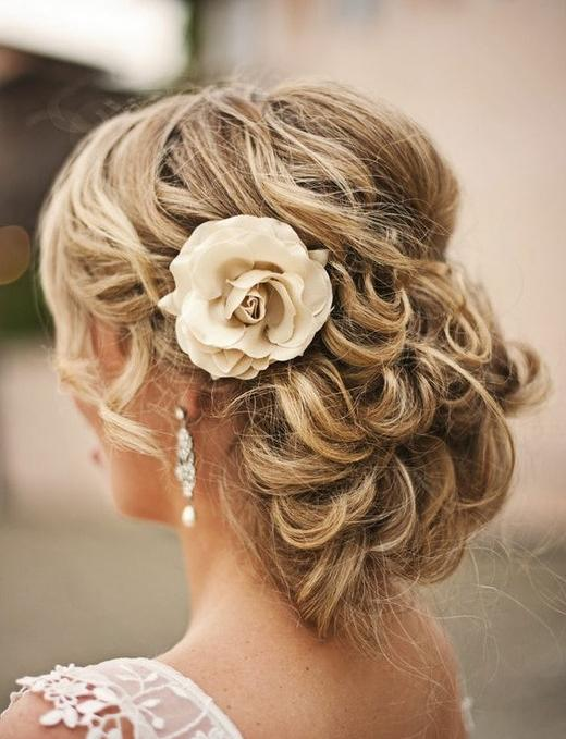 Best Hairstyles and Makeup For Blonde Brides