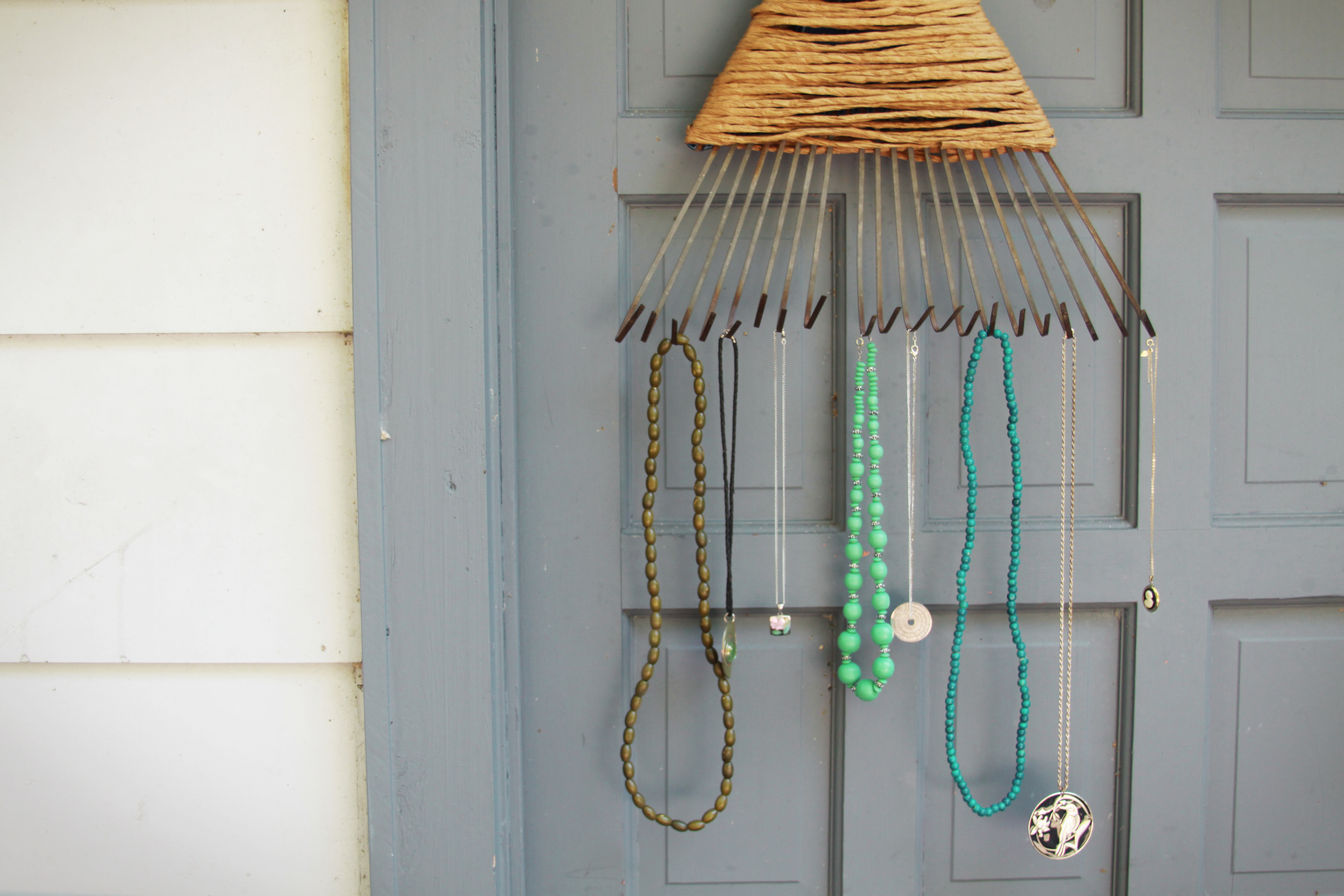 17 Outstanding Ways To Keep Your Necklaces Organized