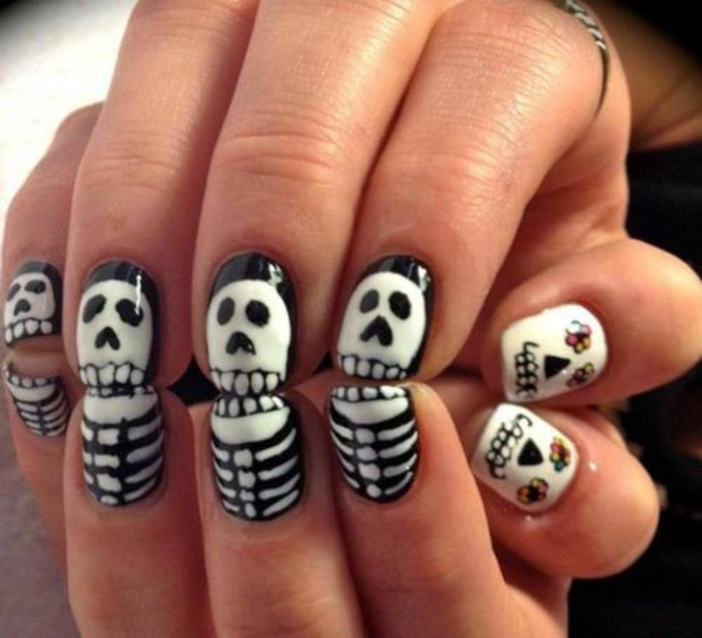 15 Spooky Nail Designs For Halloween