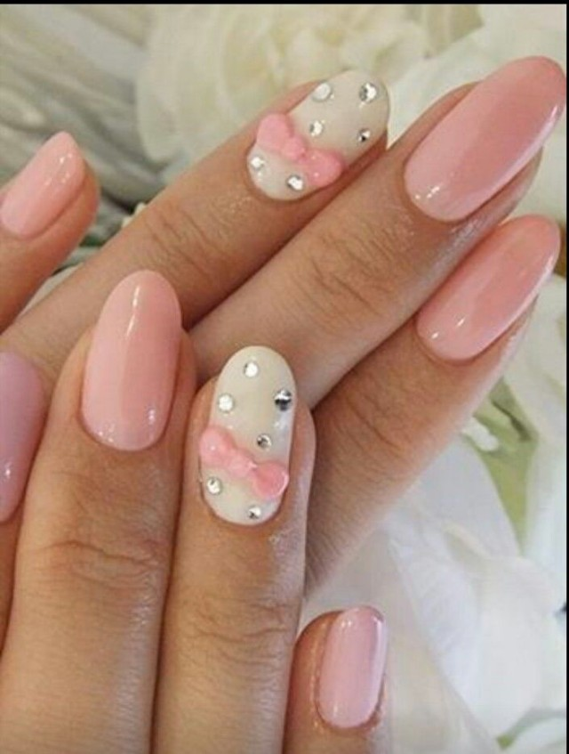 White tip nails with bows