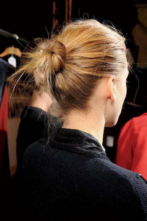 Bükümlü Topuz Saç Modeli