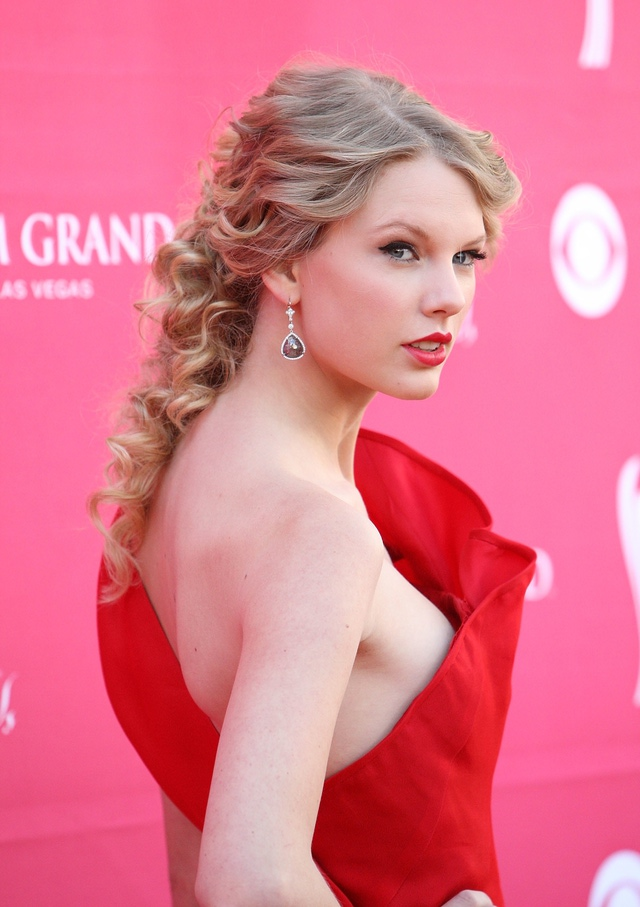 15 Glamorous Taylor Swifts Hairstyles