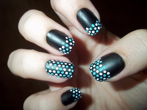 black-nail-fashion-design-with-polka-style