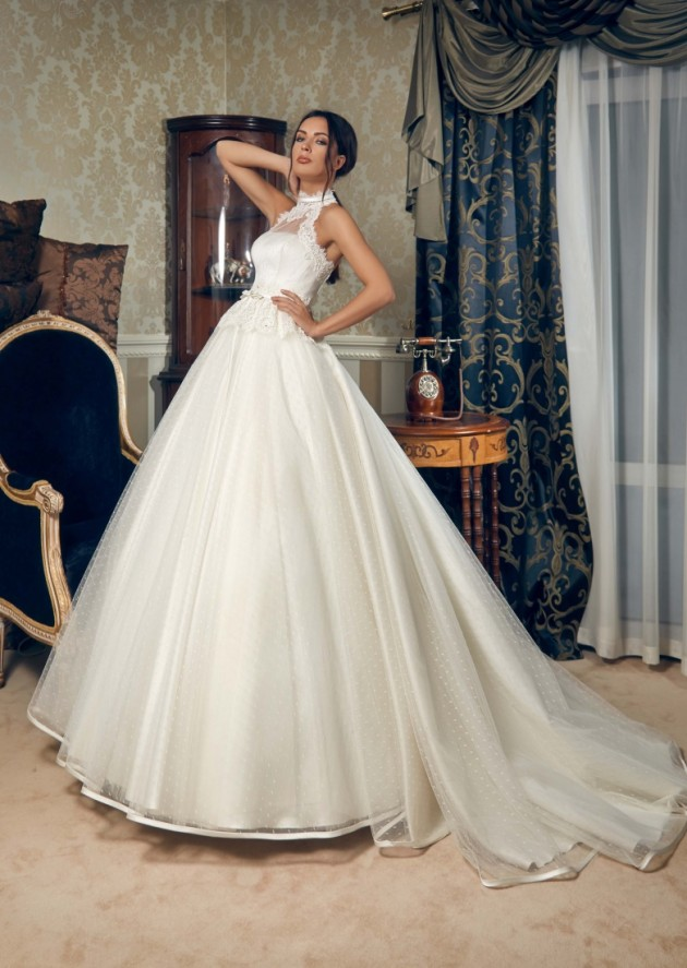 Outstanding Bridal Gowns By Daria Karlozi For Spring 2015