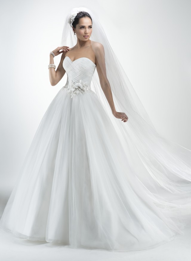 Usa fashion music news spectacular wedding dresses by for Maggie sottero couture wedding dress