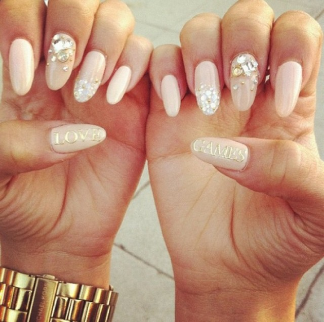 Image via stylealways.com - 17 Outstanding Oval Shape Nail Designs - Oval Shaped Nail Designs Graham Reid