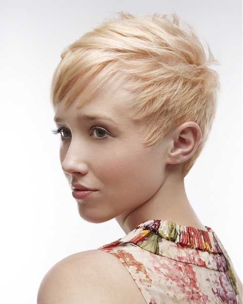 Short-blonde-hair-with-bangs