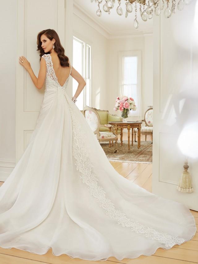 Y11568_bk_Designer-Wedding-Dresses-2015