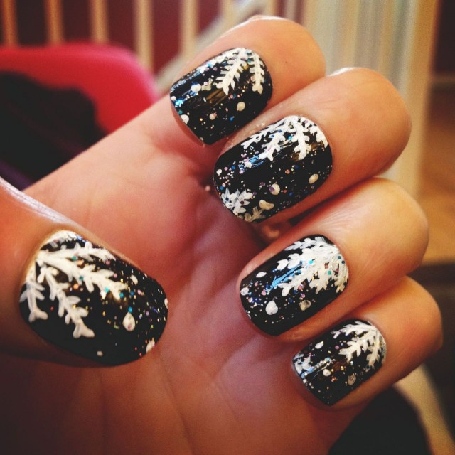 ... nail-art-design-ideas-for-christmas-and-winter-nail-art-with-white