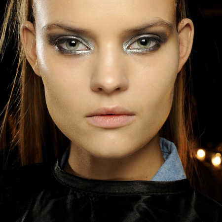 autumn-winter-2014-makeup-trends-metallic-silver-eye-shadow-smoky-eyes-new-york-fashion-week