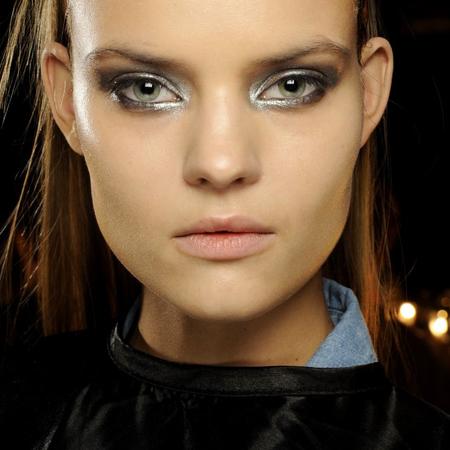 autumn-winter-2014-makeup-trends-metallic-silver-eye-shadow-smoky-eyes-new-york-fashion-week