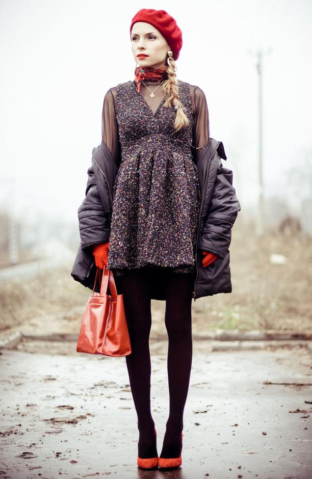 beige-black-dresses-venetian-red~look-main-single