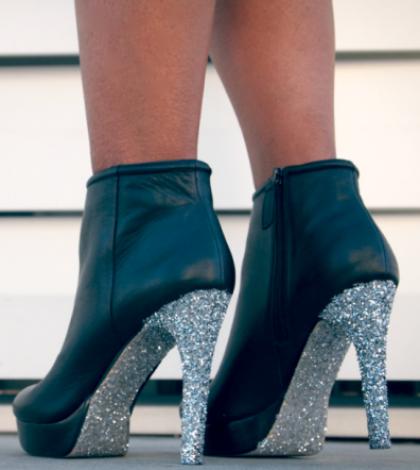 diy-glitter-n-glue-glitter-sole-society-boots