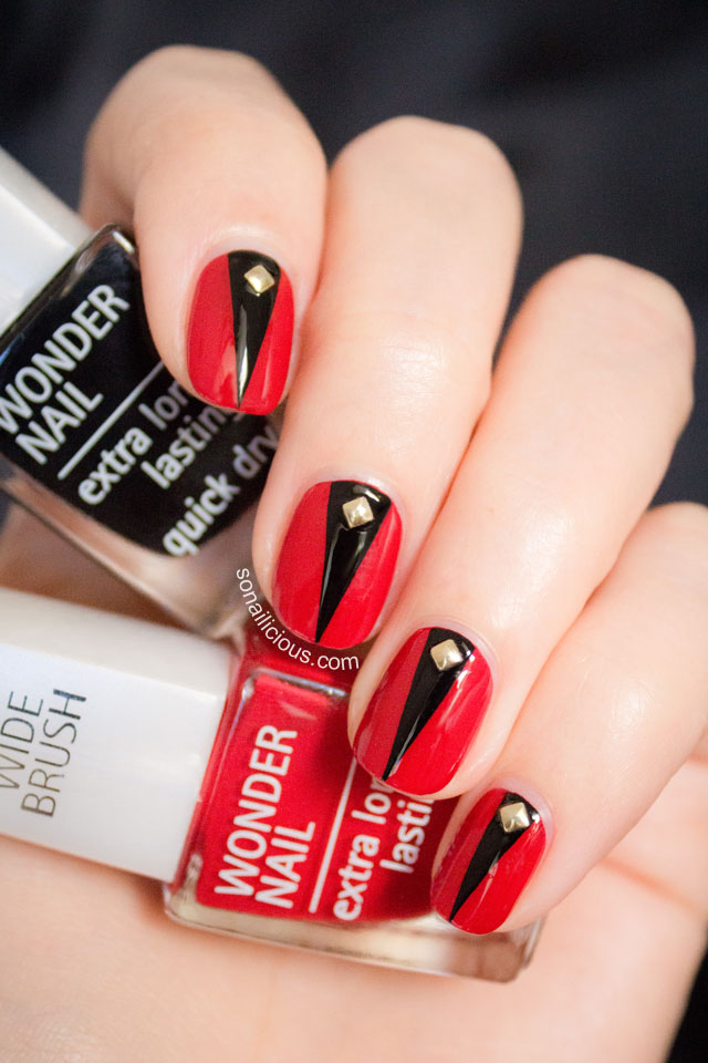 elegant-halloween-nails