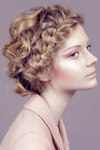 Lovely Hairstyles for The Rainy Days