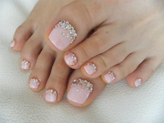 25 MANICURE AND PEDICURE DESIGNS THAT WILL TAKE YOUR ...