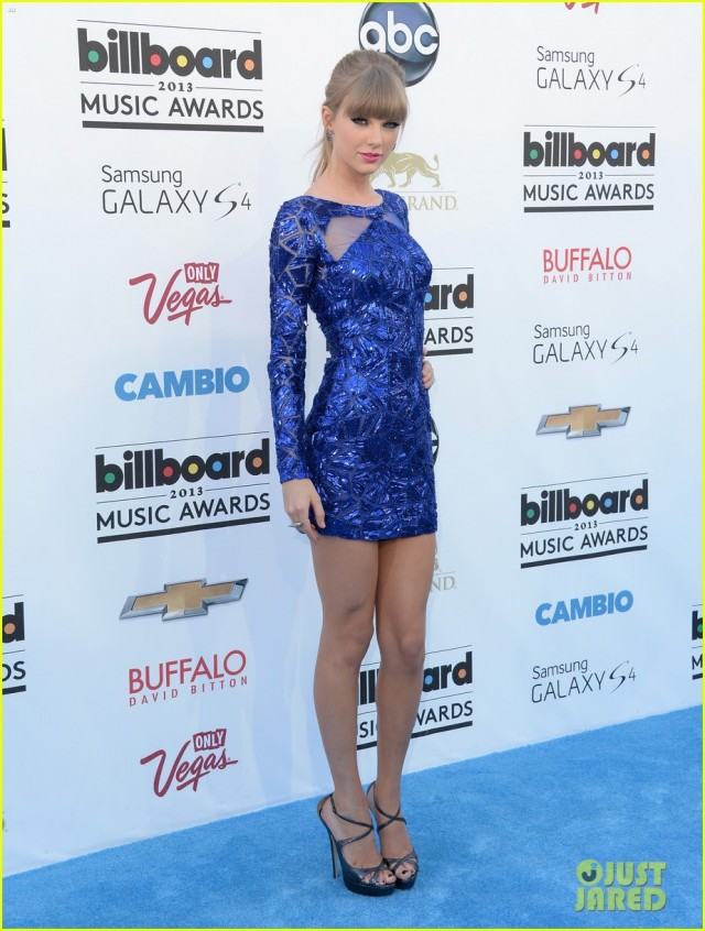taylor-swift-billboard-music-awards-2013-red-carpet-05
