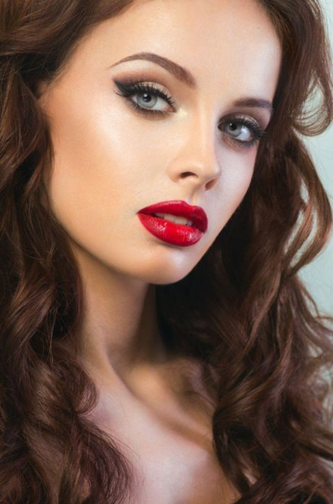 480xNxsmoky-cat-eye-and-red-lip-makeup-idea.jpg.pagespeed.ic.TaXAaA2p8i
