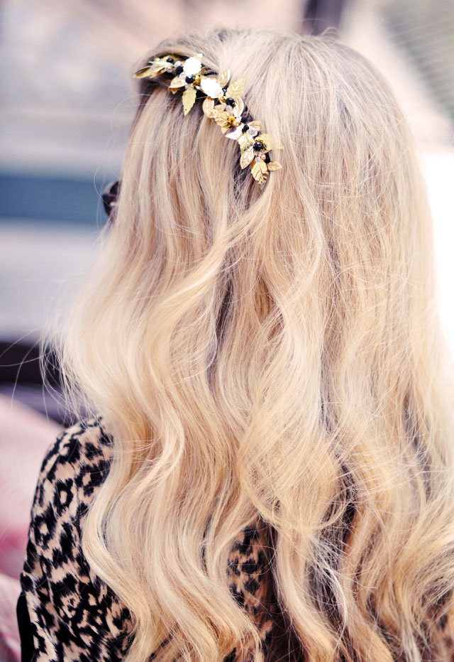 DIY bejeweled hair comb  -  blonde wavy hair