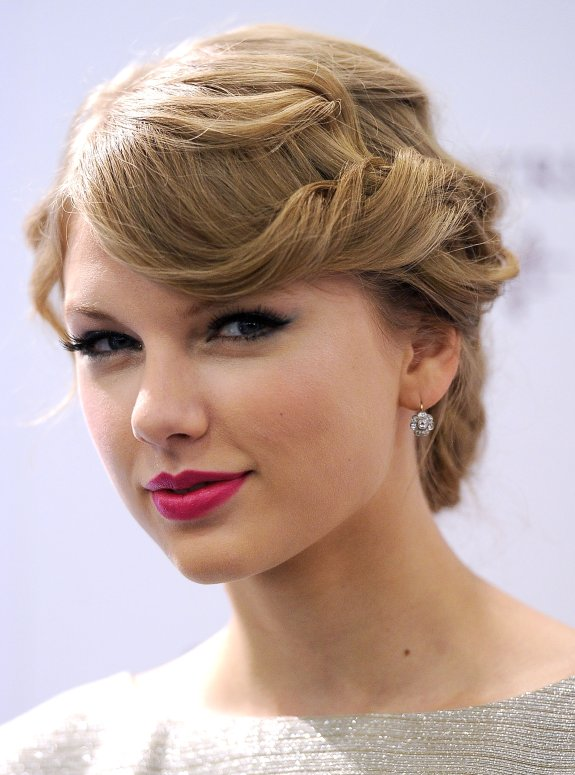 Taylor Swift prom hairstyle