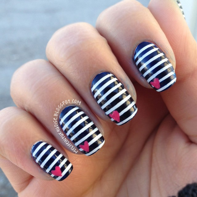 Black-and-White-Striped-Acrylic-Nails-Design-Pictures