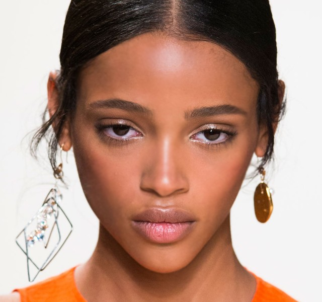 Paris-Fashion-Week-Coverage-Mismatched-Earrings-Nina-Ricci-Spring-2015-Accessories-010