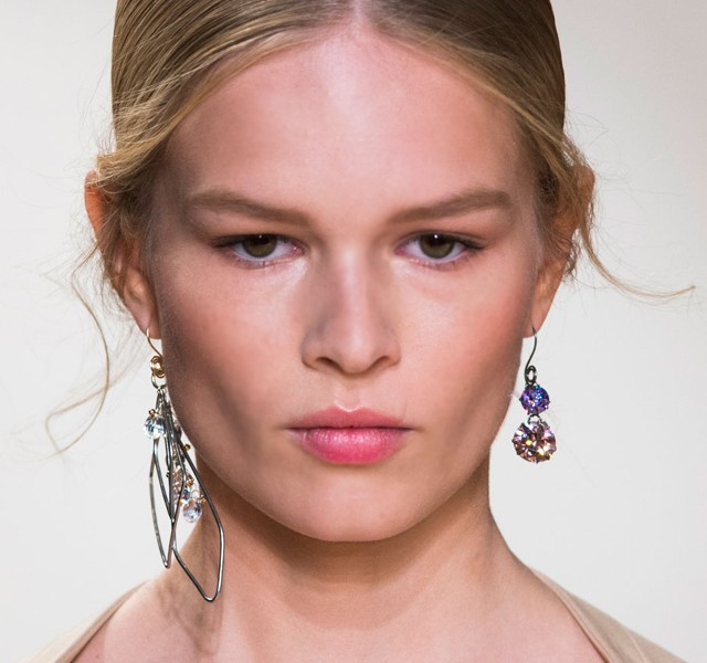 Paris-Fashion-Week-Coverage-Mismatched-Earrings-Nina-Ricci-Spring-2015-Accessories-03