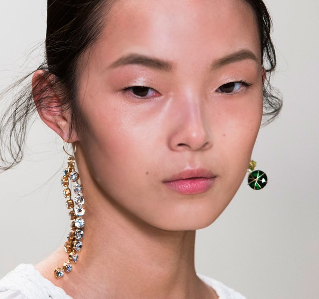 Paris-Fashion-Week-Coverage-Mismatched-Earrings-Nina-Ricci-Spring-2015-Accessories-07