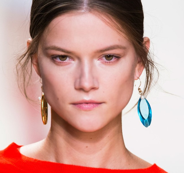 Paris-Fashion-Week-Coverage-Mismatched-Earrings-Nina-Ricci-Spring-2015-Accessories-08