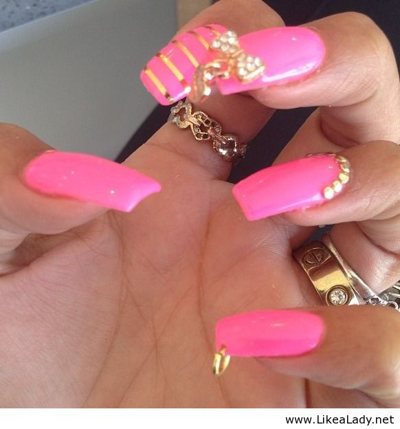 Pink-and-gold-on-nails