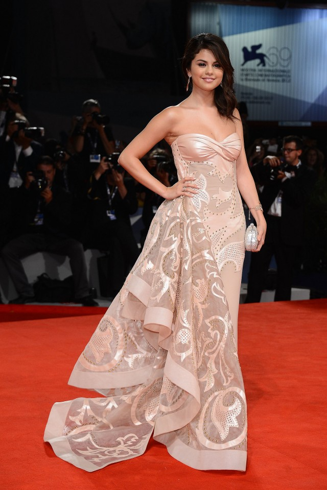 Selena-Gomez-shined-red-carpet-premiere-Spring