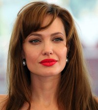 angelina-jolie-red-lipstick-in-moscow-july-2010