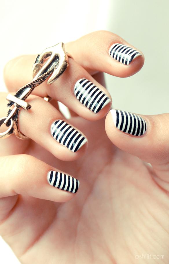 black-white-stripes-nails