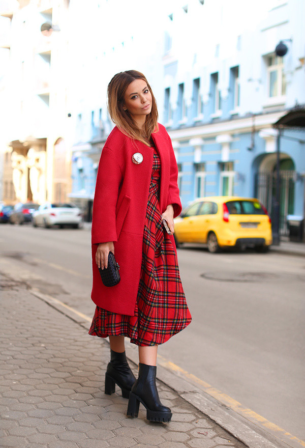 celine-venetian-red-moschino-coats~look-main-single
