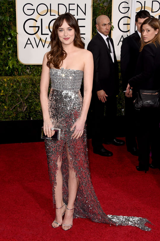 dakota-johnson-silver-sparkle-dress-golden-globes-2015-w540