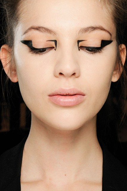 eyeliner_beauty2_br_21aug12_pr_b_426x639
