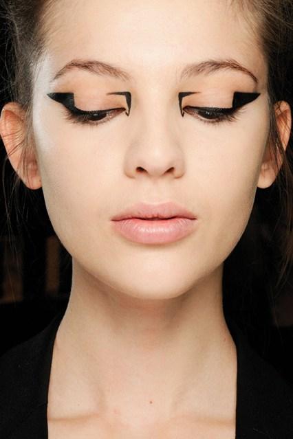 eyeliner_beauty2_br_21aug12_pr_b_426x639