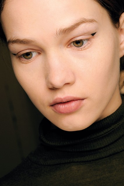 eyeliner_beauty4_br_21aug12_pr_b_426x639
