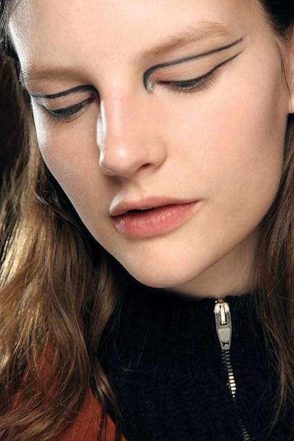 eyeliner_beauty8_br_21aug12_pr_b_426x639