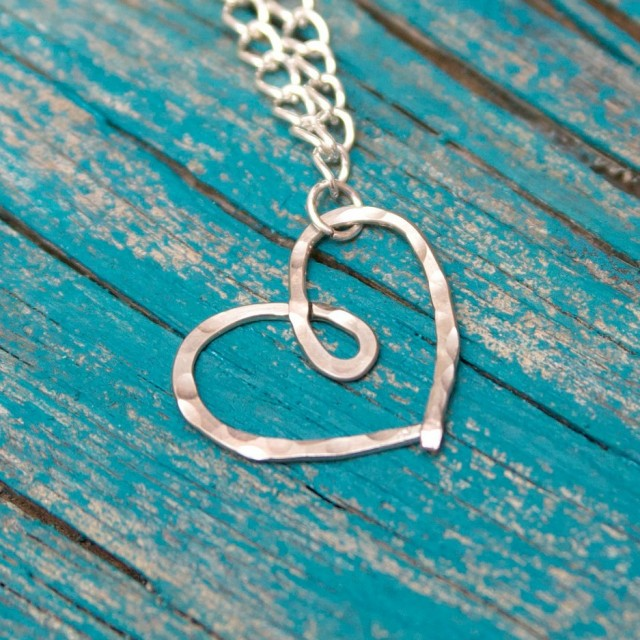 hammered_heart_necklace-937x10241