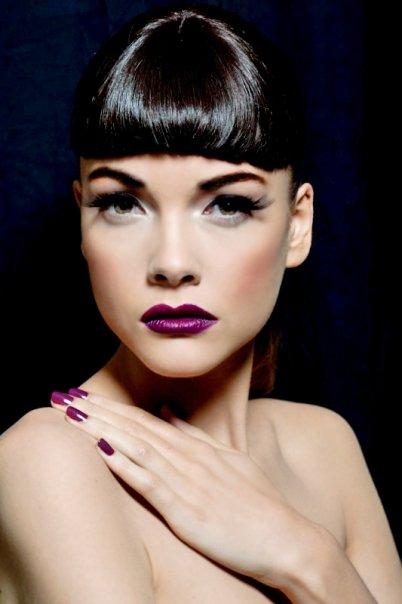 15 Chic Ways To Wear Purple Lipstick This Winter