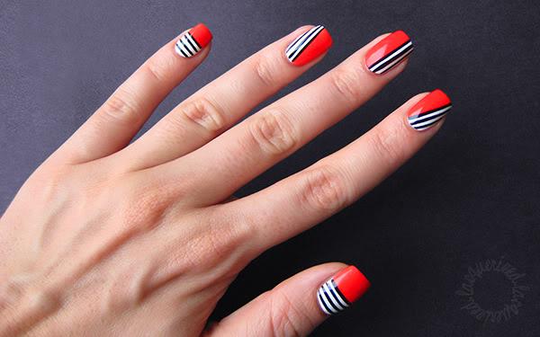 sailor-stripes-nail-art
