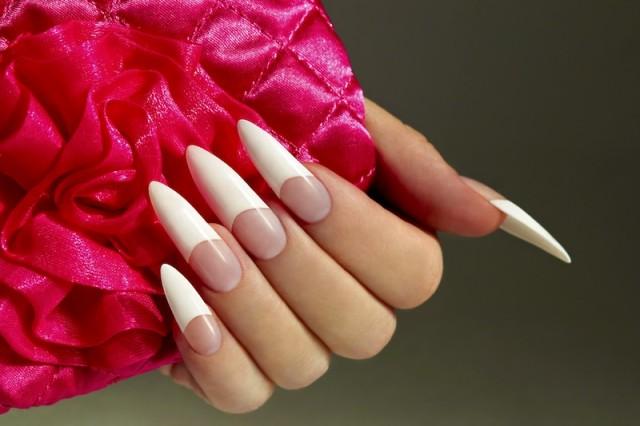 stilleto-nails-simple-white