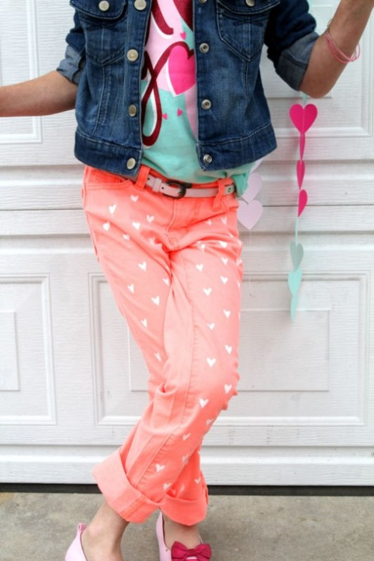 sweet-and-girly-diy-painted-heart-jeans-8-524x786