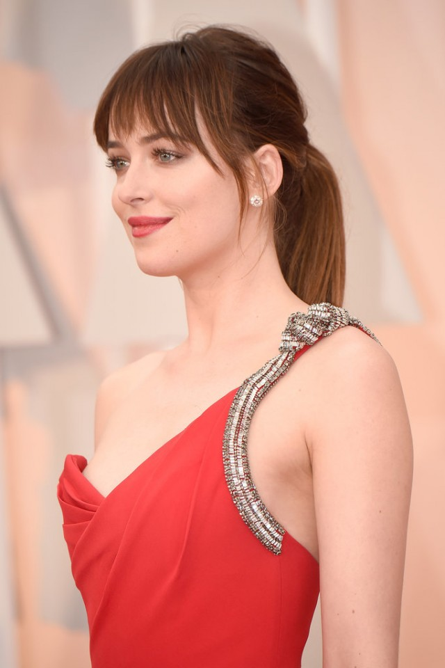 Dakota-Johnson-2015-Oscars