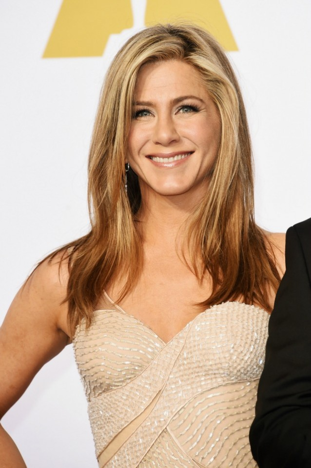 Jennifer-Aniston-2015-Academy-Awards-red-carpet-best-hair-and-makeup