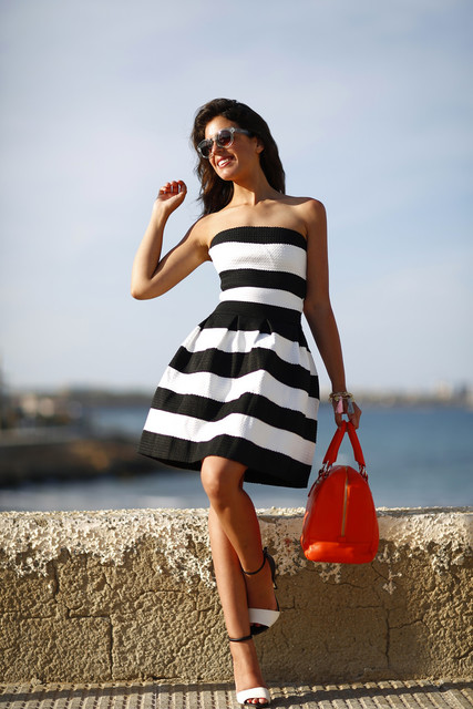 beautiful-black-and-white-stripped-dress~look-main-single