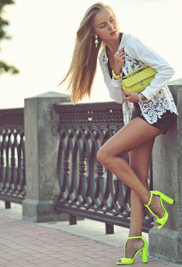 furla-green-yellow-zara-clutches~look-main-single