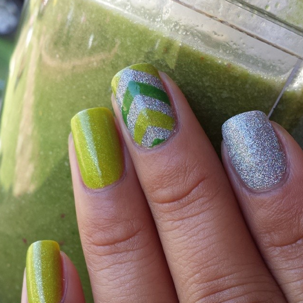st-patricks-day-glitter-nails