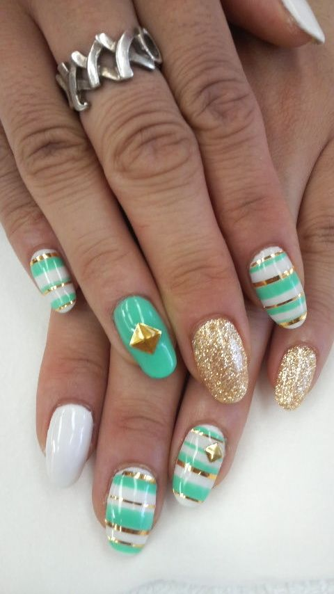 23 Golden Striped Nail Designs You Must See